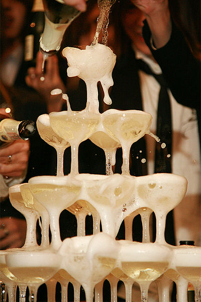 By ori2uru (originally posted to Flickr as champagne tower) [CC-BY-2.0 (http://creativecommons.org/licenses/by/2.0)], via Wikimedia Commons